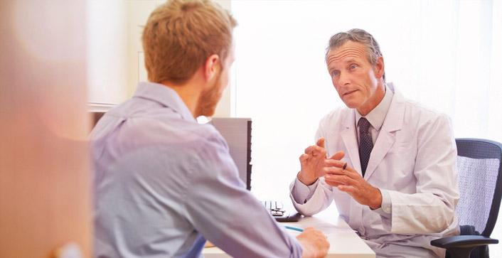 Patienten sollten sich von Ärzten nicht einschüchtern lassen, sondern bei Verdacht auf einen Ärztepfusch einen der kostenlosen Ansprechpartner befragen. (Foto: Monkey Business/fotolia)