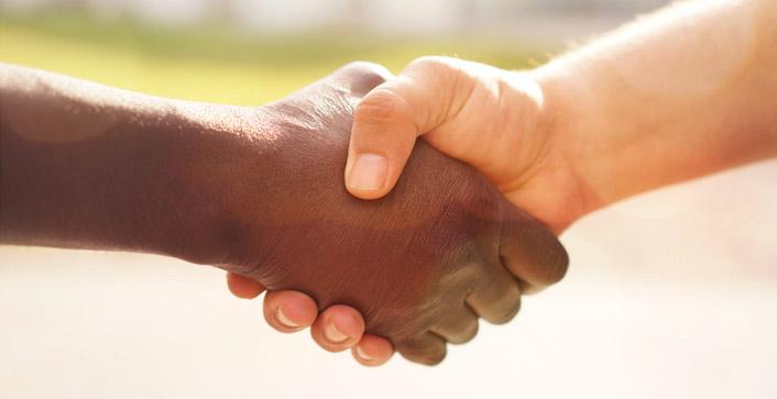 Niemand darf aufgrund seiner Hautfarbe, seines Geschlechts oder Alters, einer Behinderung oder seiner Religion diskriminiert werden. (Foto: Bernd Vonau/photocase.de)