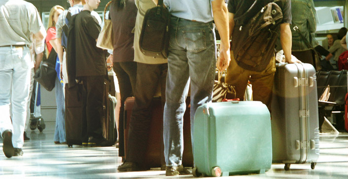 Muss der Urlauber wegen Überbuchung auf ein anderes Hotel ausweichen, können für ihn Minderungsrechte, Entschädigungen oder eine Kündigung des Reisevertrags in Betracht kommen. (Foto: smeyli/photocase.de)