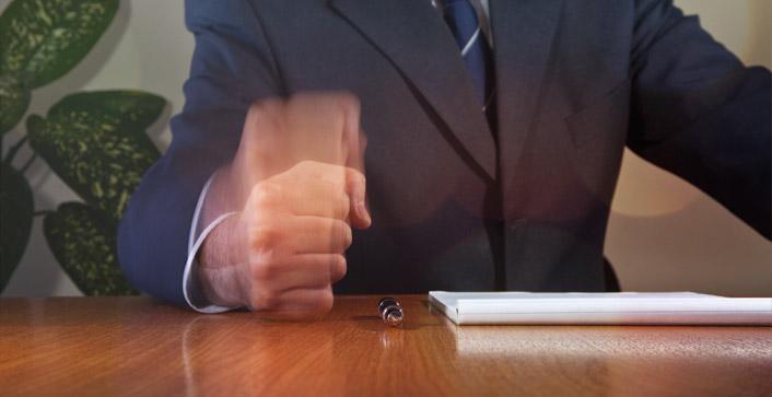 Eine ungerechtfertigt schlechte Bewertung im Arbeitszeugnis braucht nicht hingenommen werden. Sie können dagegen gerichtlich angehen. (Foto: omphoto/photocase.de)