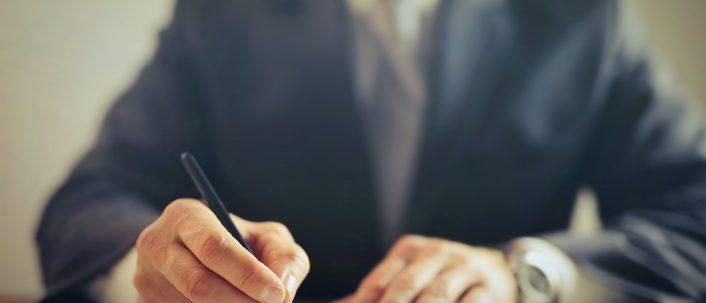 Arbeitsvertrag – was muss drinstehen?