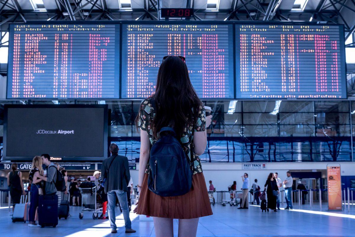 Dienstreisen und Flugverspätungen – Wer zahlt was und wie muss ich mich verhalten?