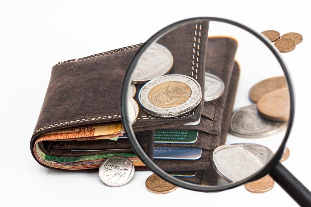Die Vermögenanteile, wie Bargeld, werden bei der Scheidung aufgeteilt.