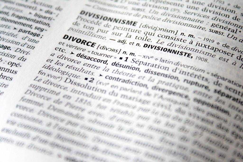 """Die Definiton des Wortes """"Divorce"""", passend zum Thema der internationalen Scheidung."""