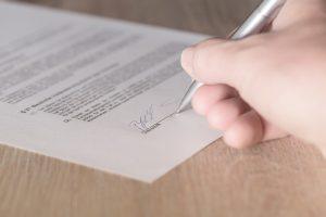 Die Kündigung eines Untermietvertrags muss immer schriftlich erfolgen.