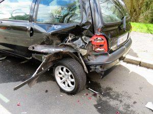 Schadenersatz gibt es nach einem Unfall nicht nur für die Reparatur, sondern z.B. auch für den Verdienstausfall von Verletzten.